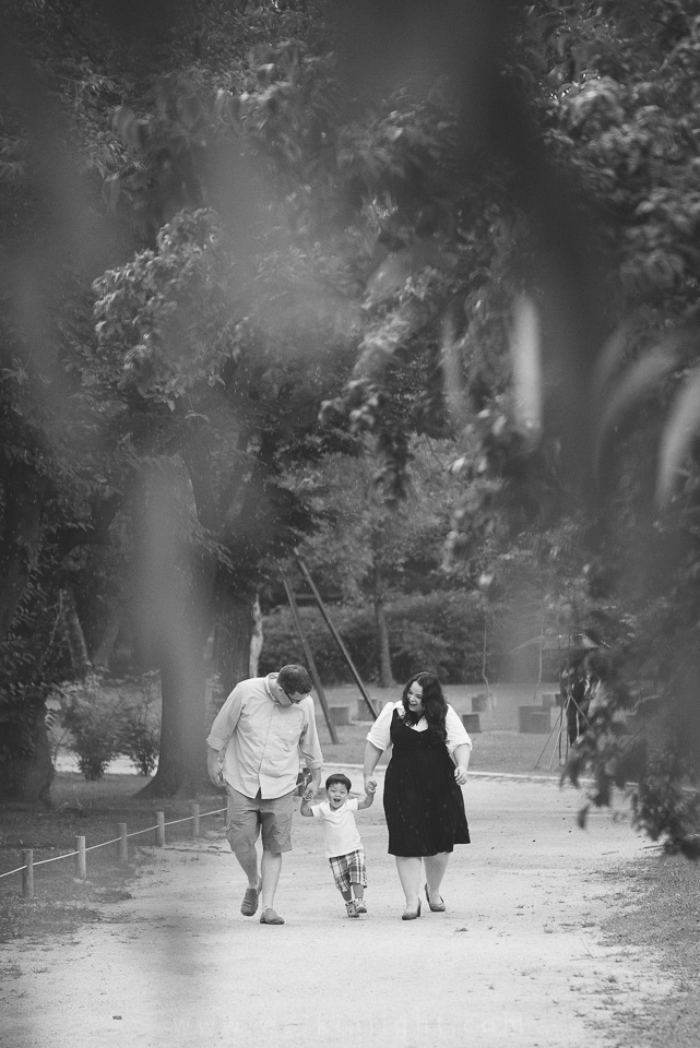 A Walk with Mum and Dad - Seoul Family Photographer