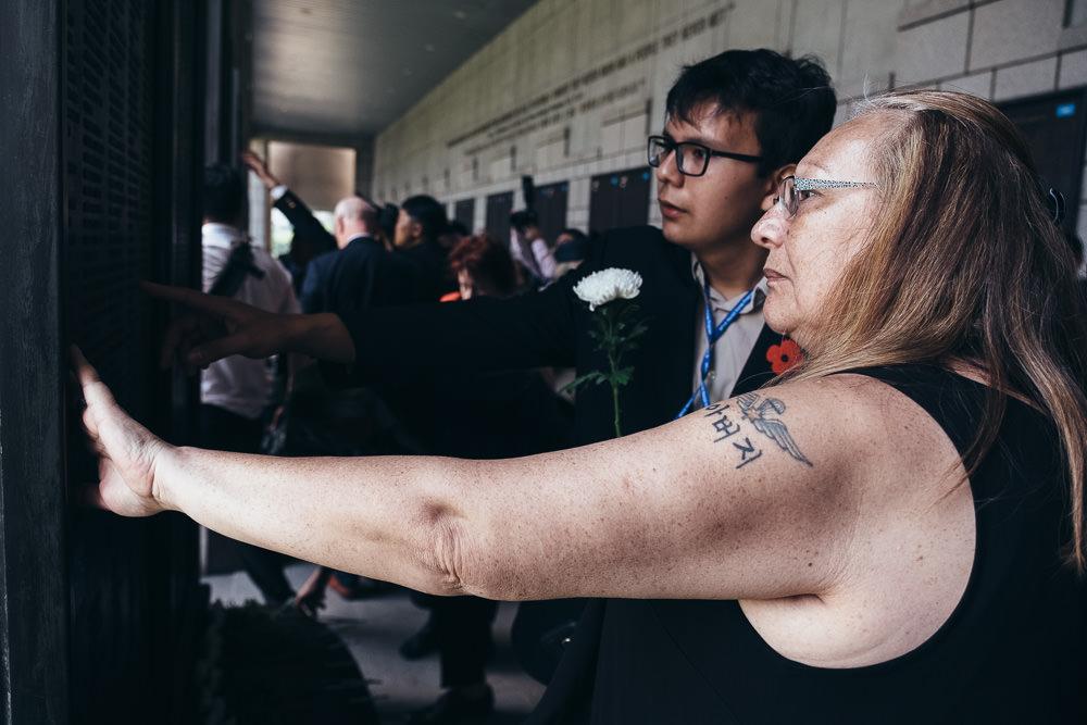 Event Photographer Korea - War Memorial Wall Finding Father