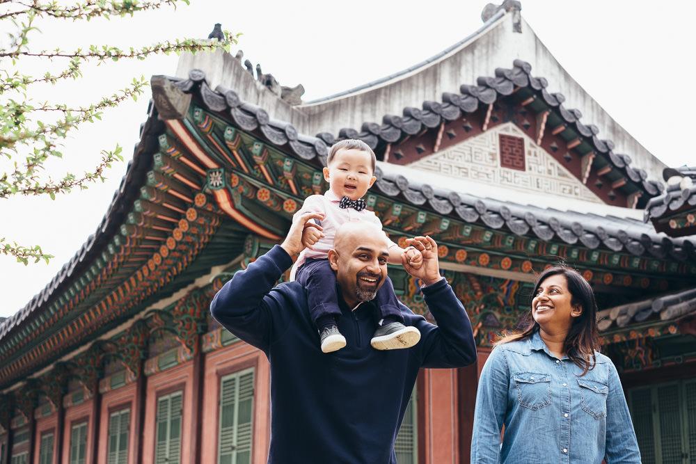 Seoul Family Photographer Shoulder Ride